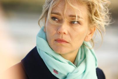 Le film est produit pour France 3 et la RTS par <b>Denis Carot</b>, ... - claire-borotra_m
